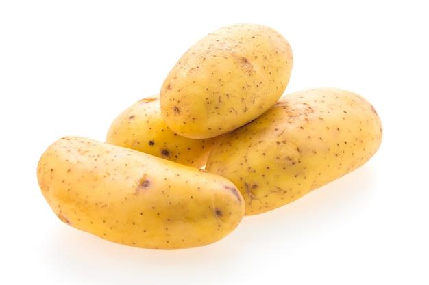 Batatas deliciosas no fundo branco