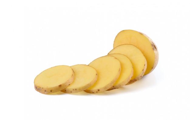 Batatas fatiadas isoladas