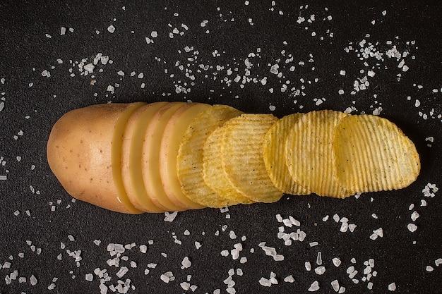 Batatas frescas com batatas fritas