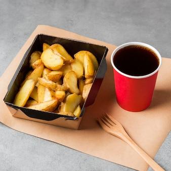 Batatas fritas com coca