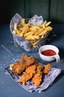 Batatas fritas com frango