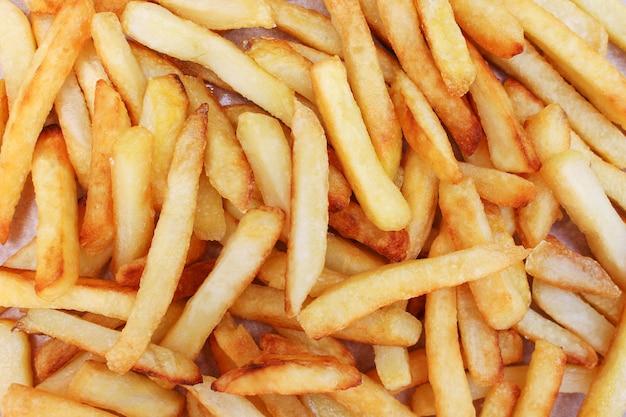 Batatas fritas. conceito de comer lixo. vista superior. postura plana.