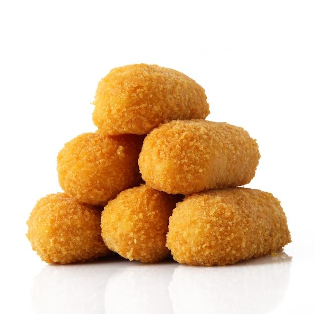 Batatas fritas croquetes em branco