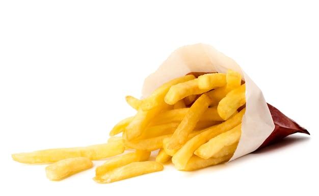 Batatas fritas em um fundo branco
