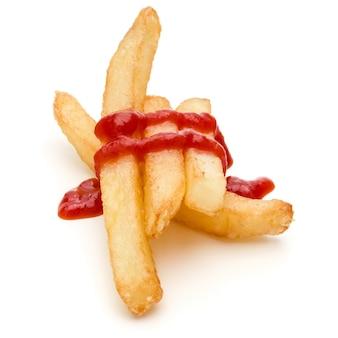 Batatas fritas francesas com ketchup isoladas no fundo branco