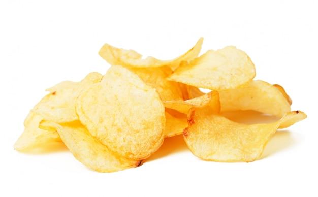 Batatas fritas isoladas no branco