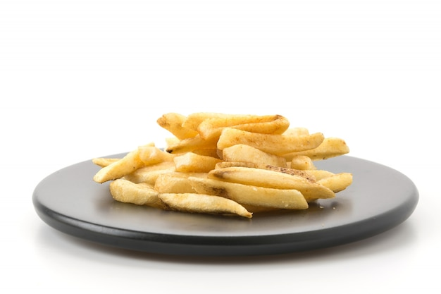 Batatas fritas no fundo branco