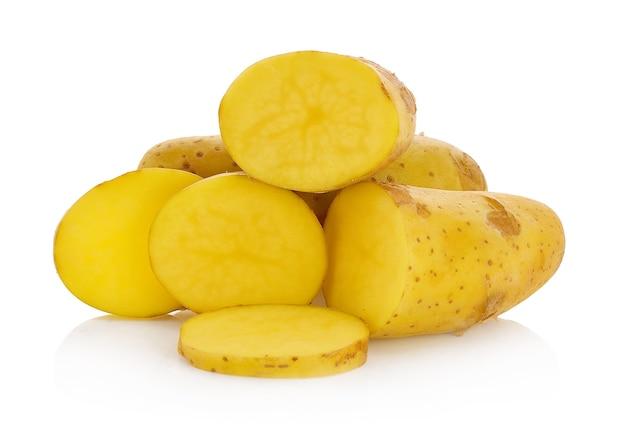 Batatas isoladas em branco