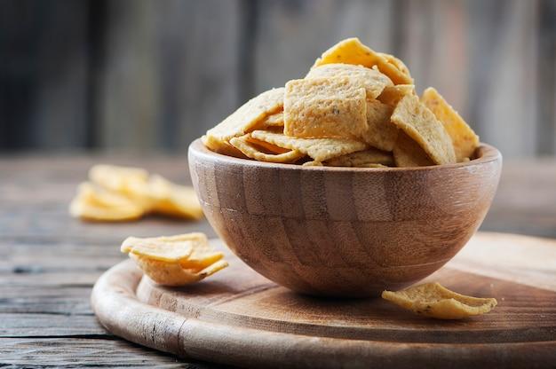 Batatas mexicanas tradicionais na mesa de madeira