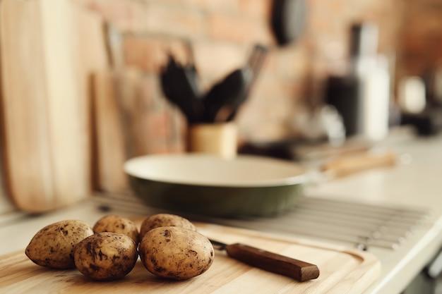 Batatas na cozinha