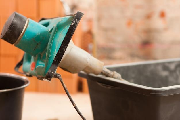 Batedeira manual para mistura de concreto