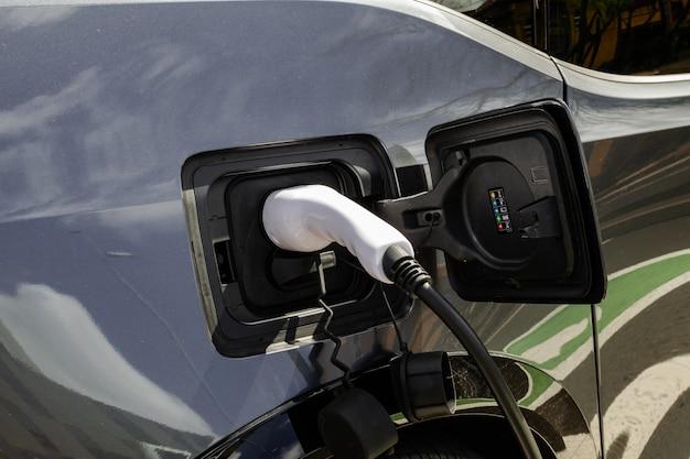 Bateria de carregamento de carro elétrico cinza