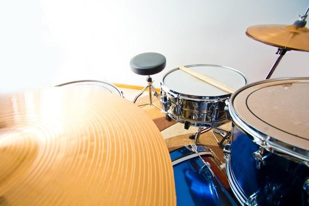 Bateria de percussão.