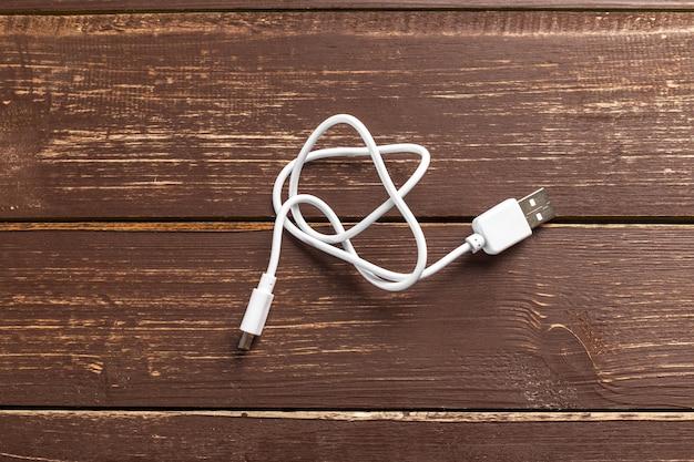 Bateria externa potente com fio usb