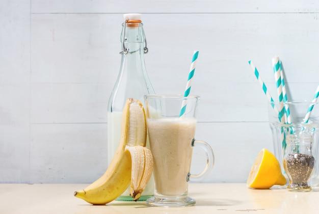 Batido de banana e leite