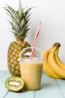 Batido de frutas com bananas