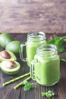 Batidos de abacate e espinafre