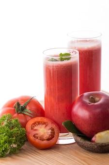 Batidos de maçã e tomate