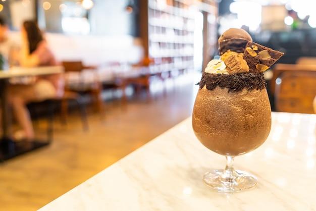 Batidos de milkshake de chocolate gelado