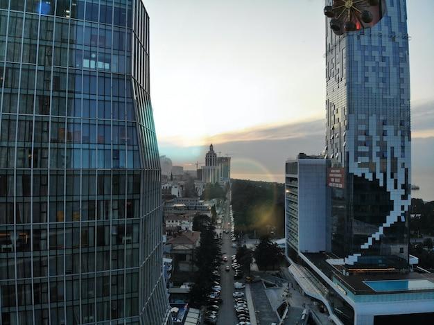 Batumi de cima. foto aérea do zangão. cidade litorânea da geórgia. vista panorâmica da bela cidade.