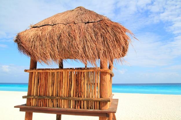 Baywatch casa de madeira marrom no teto solar de cancun
