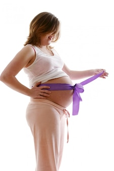 Beautyful jovem grávida feliz