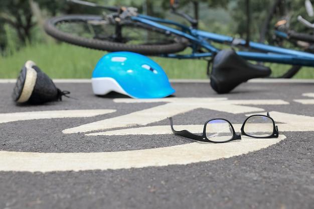 Bêbado dirigindo acidente na ciclovia