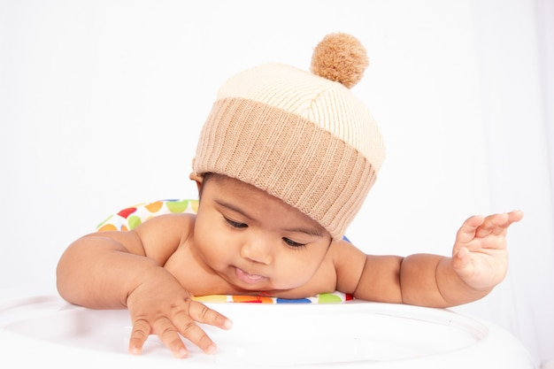 Bebé asiático pequeno bonito