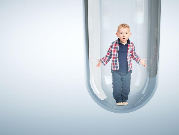 Bebê caucasiano em tubo de ensaio 3d