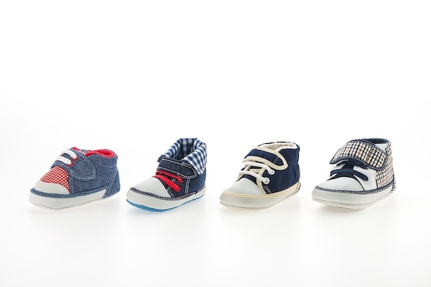 Bebê, menino, sapatos, isolado