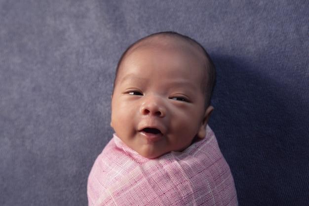 Bebê recém-nascido, duas semanas de idade