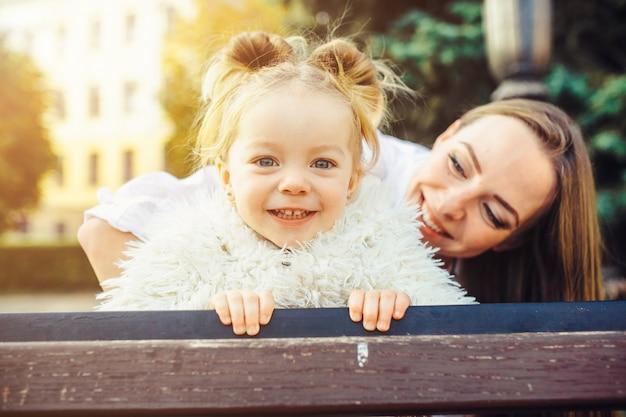 Bebê resto lazer menina bonito