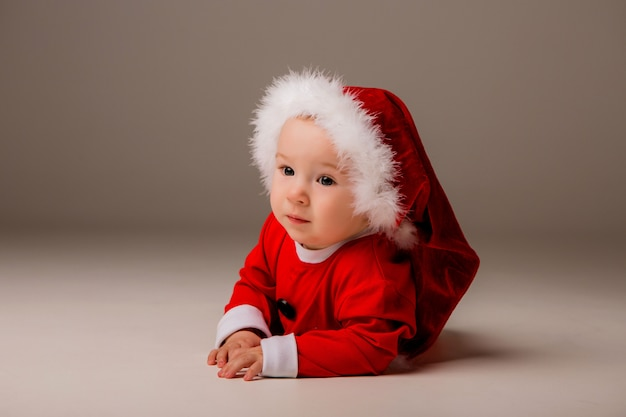 Bebê vestido de papai noel