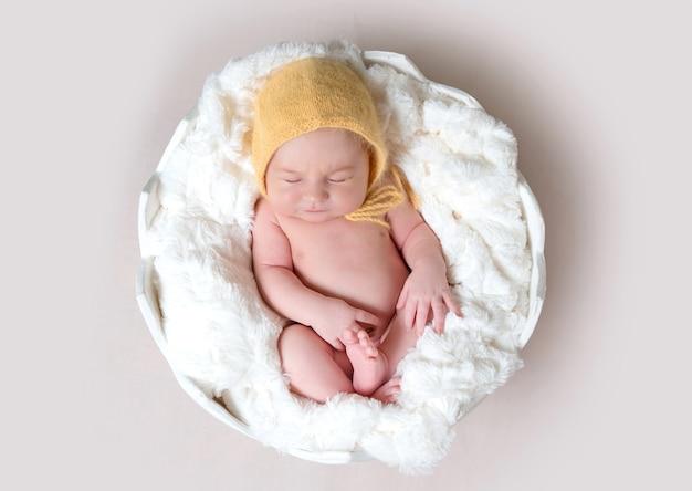 Bebezinho dormindo no ovo