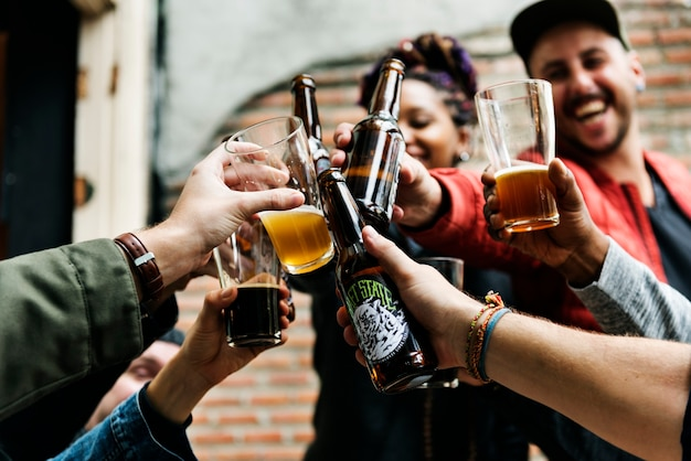 Bebida alcoólica cerveja artesanal comemore refresco