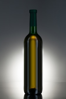 Bebida alcoólica em uma garrafa de vidro