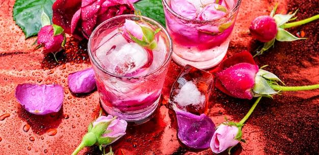 Bebida alcoólica rosa