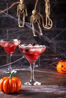 Bebida assustadora de halloween com amora