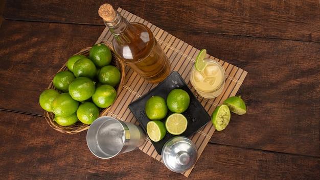 Bebida brasileira caipirinha, copo de caipirinha