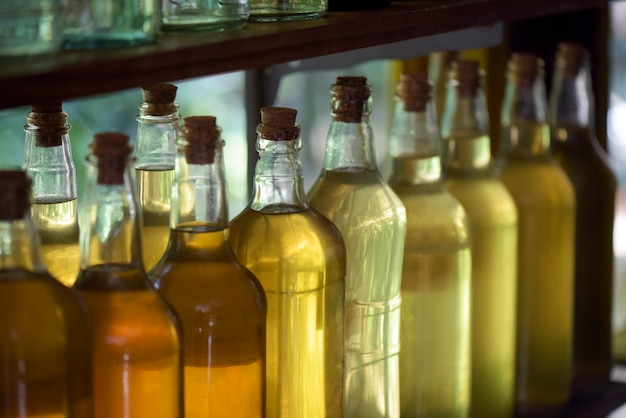 Bebida brasileira: garrafas de cachaça
