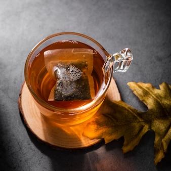 Bebida com vista superior de saquinho de chá