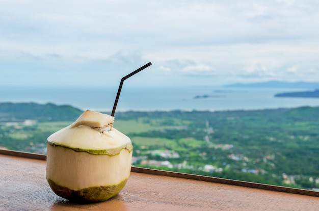 Bebida de água de coco fresca