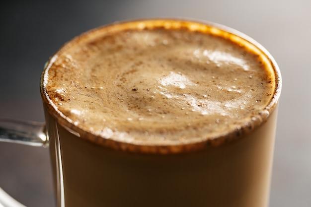 Bebida de café com leite e canela