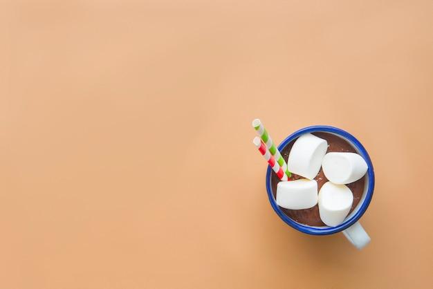 Bebida de chocolate com marshamallow