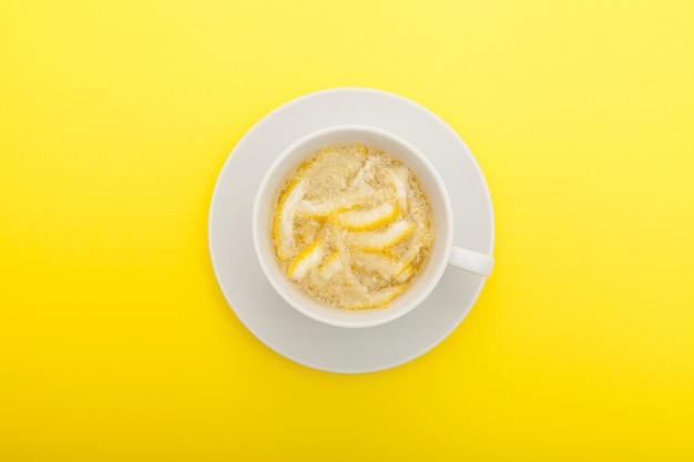 Bebida de cidra com mel. vista do topo. chá yuzu ou chá yuja. produto saudável com alto teor de vitamina c.