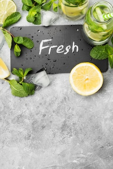 Bebida de desintoxicação com pepino, limão e hortelã
