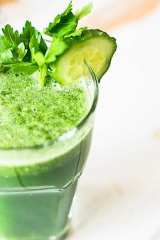 Bebida de desintoxicação orgânica com legumes