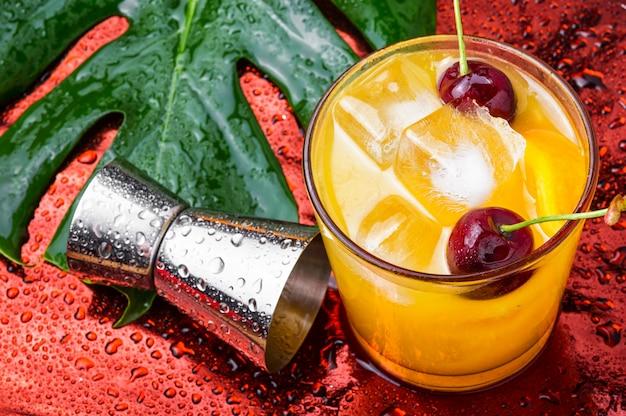 Bebida de laranja de verão