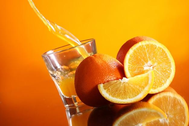 Bebida de laranja fresca