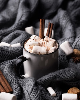 Bebida de marshmallow com canela